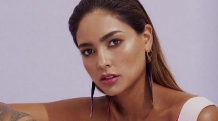 """""""Diosa del amor y luz"""": Camila Recabarren sorprende con sensual look navideño"""