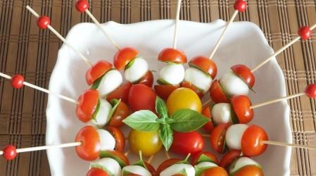 Brochetas con queso y verduras: La receta para un picoteo saludable en fiestas de fin de año