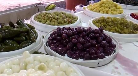 Alza en el precio del tomate y limones: Simón recorre Lo Valledor buscando ofertas para celebrar fin de año
