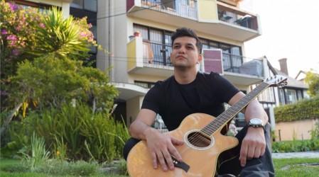 """Cantante y compositor de la canción de Edificio Corona: """"Me inspiré en lo cotidiano"""""""