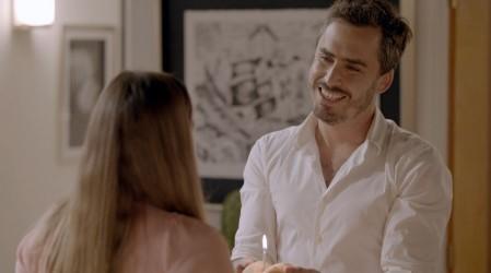"""""""Ojalá tuviera vecinos así"""": Nicolás Oyarzún se robó las miradas en primer capitulo de"""