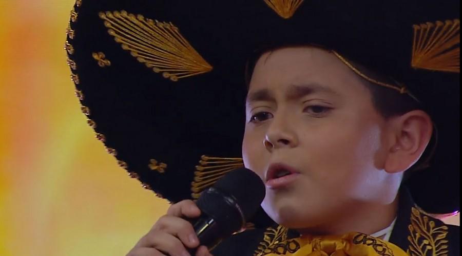 Un cantante, bailarines y una humorista se presentaron en el escenario de Estrellas MG