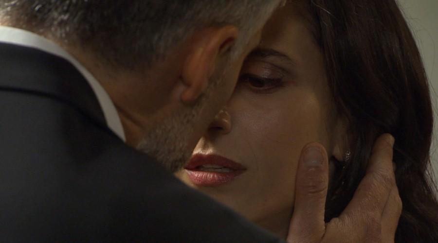 """""""El beso más esperado"""": El acercamiento entre Leonardo y Rocío que celebraron los fans de Verdades Ocultas"""