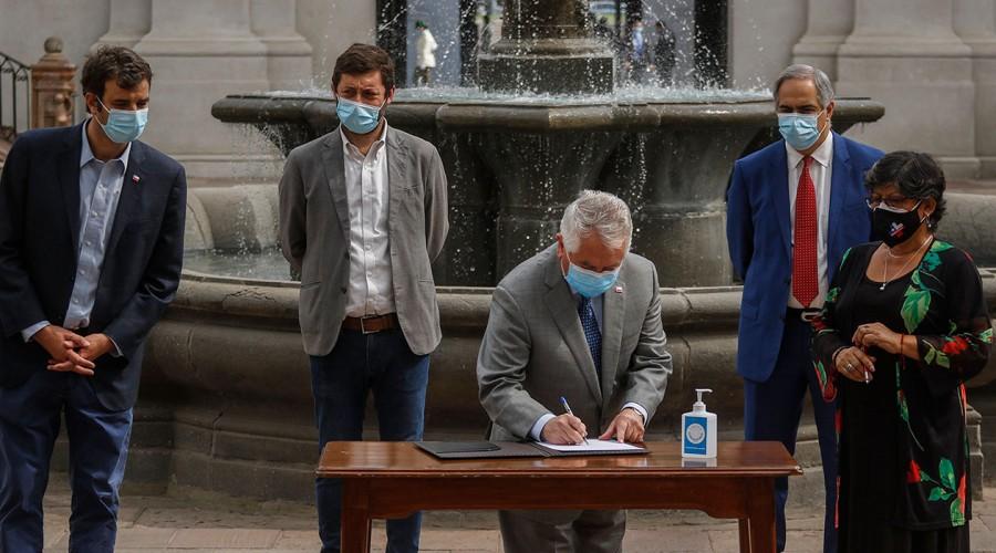 Ley Alivio: Permite regularizar la situación de 17 mil funcionarios de la salud con contrato a plazo fijo