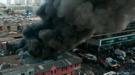 Incendio afecta a tres locales comerciales en el sector de La Vega Central