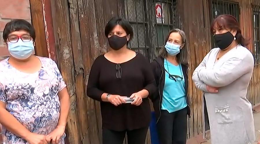 Vecinos de Quinta Normal hacen simulacros de portonazos para protegerse de la delincuencia