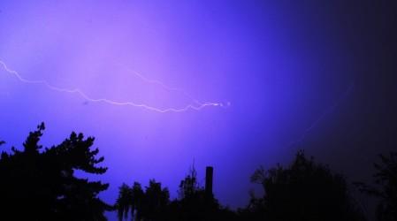 Podrían volver las tormentas eléctricas: Emiten aviso para la RM y otras siete regiones del país