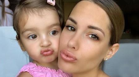 """""""La reina y la princesa"""": Gala Caldirola encanta a sus seguidores con  match de bikinis junto a su hija"""