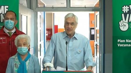 Vacunación contra el coronavirus: Presidente Piñera acompañó a adulta mayor en Futrono