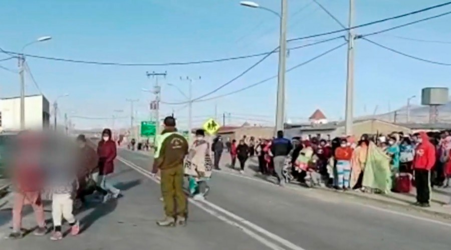 """Esto nos sobrepasa"": Alcalde de Iquique se refiere a masiva llegada de migrantes ilegales"