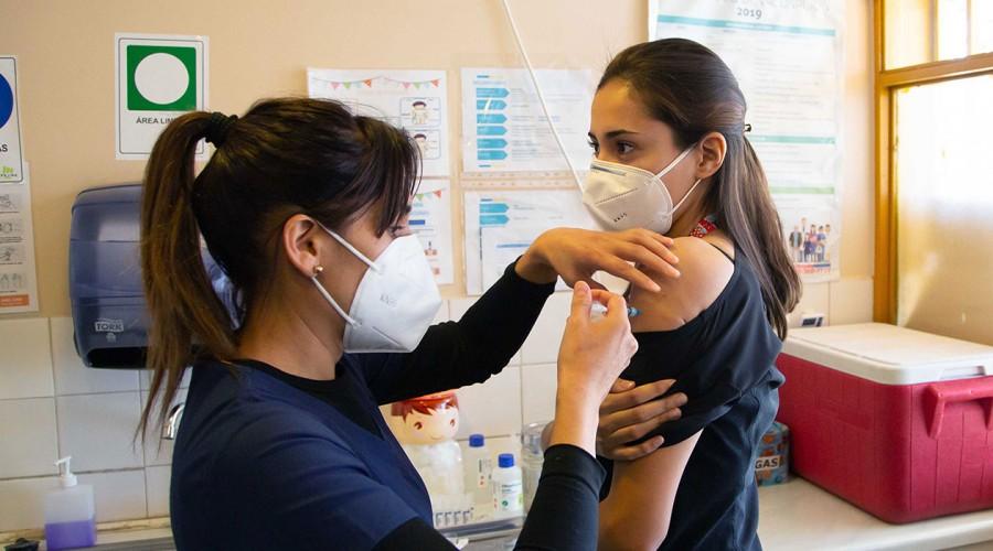 Buscan personal de vacunación: Pueden recibir hasta $800 mil