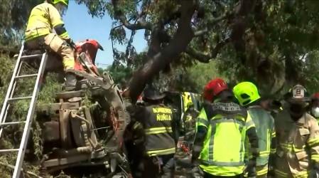 Choque en Peñalolén: Bomberos rescata a conductor atrapado dentro de un camión