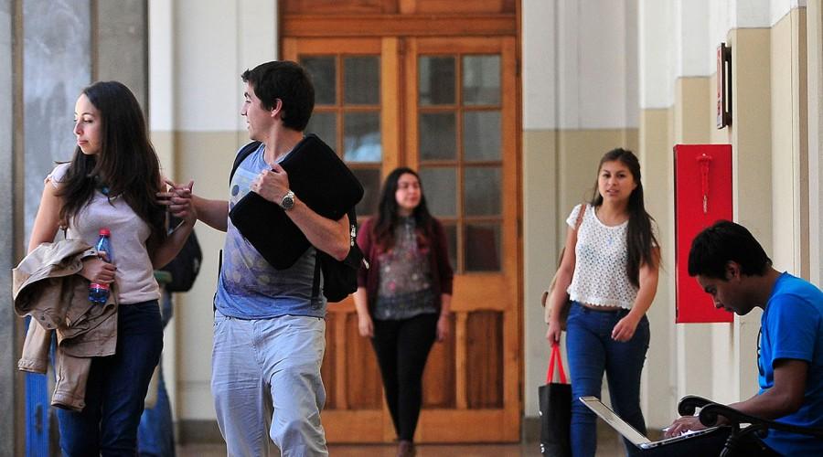 CAE: Parlamentarios presentan proyecto para condonar deudas estudiantiles