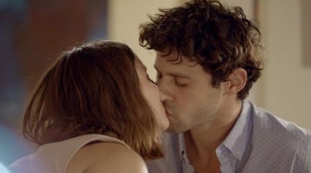 """""""Son muy tiernos"""": Cata y Julián revolucionaron las redes sociales con su esperado primer beso"""