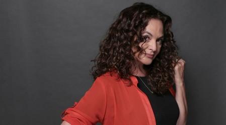 """Cabello más oscuro y ondulado: Este será el look de Agustina Mackenna en """"Verdades Ocultas"""" 25 años después"""