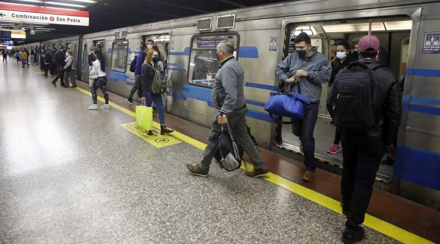 Cambio toque de queda: Metro de Santiago retrasa horario de cierre