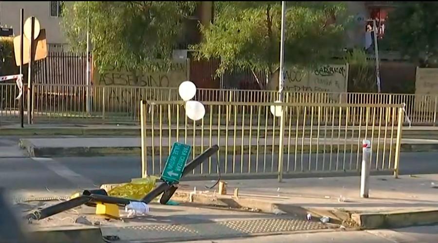 Accidente de tránsito deja a una niña fallecida tras caerle encima un semáforo en Renca