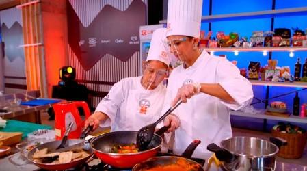 Tres duplas de cocineros combinan sus habilidades para deleitar a los jueces en la Copa Culinaria Carozzi