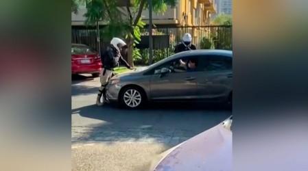 Conductor atropelló a inspector municipal tras recibir multa en Providencia
