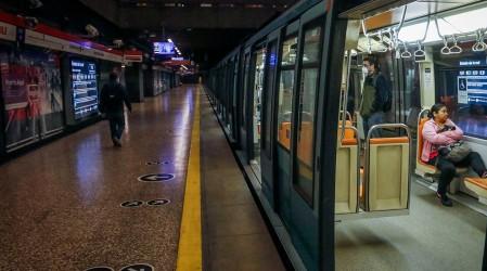 Metro Universidad de Chile y otras tres estaciones se cierran por manifestaciones y paro de funcionarios