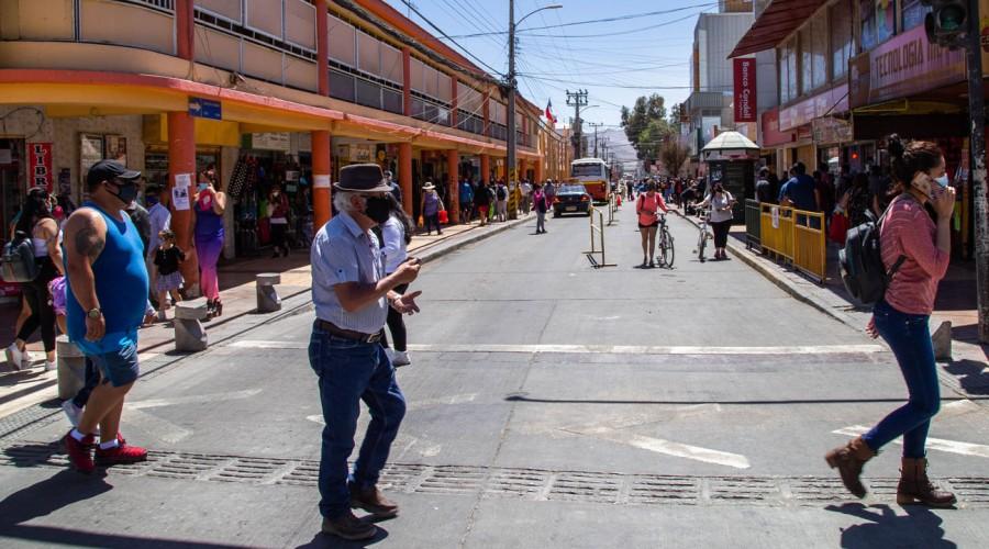 13 comunas de la Región Metropolitana retroceden a Fase 2 este sábado