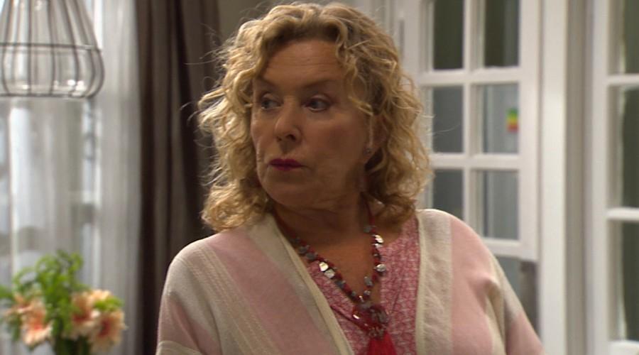 María Luisa tiene sospechas sobre la procedencia de Martina