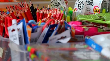 Programa de Útiles Escolares: Revisa si tu hijo o hija es beneficiario de este bono Junaeb