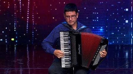 Ignacio Hernández hizo viajar al jurado por la melodía de su acordeón