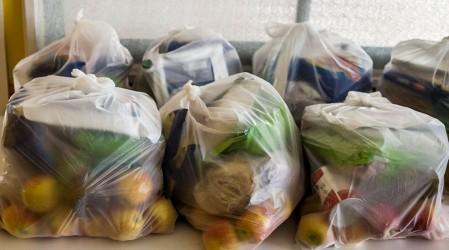 Junaeb retira tarros de jurel en mal estado de canastas entregadas en la Región de Valparaíso
