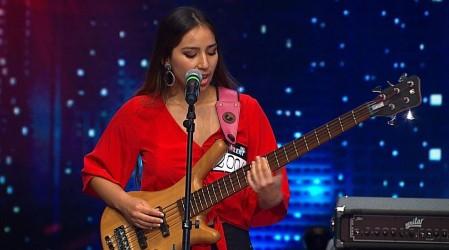 Crisnna Fuentes sorprendió con su talento en el bajo y en el canto
