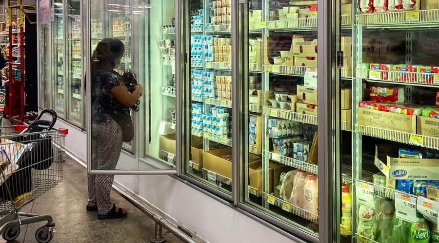 Polémica por venta de bienes esenciales: ¿Qué se puede comprar en un supermercado?