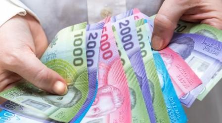 Personas con rentas vitalicias y pensionados: Los nuevos beneficiarios del bono Clase Media