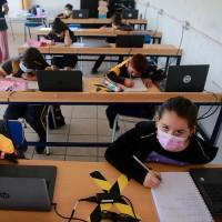 Junaeb entregará computadores a alumnos de 7° Básico: Revisa los requisitos para recibir las becas TIC