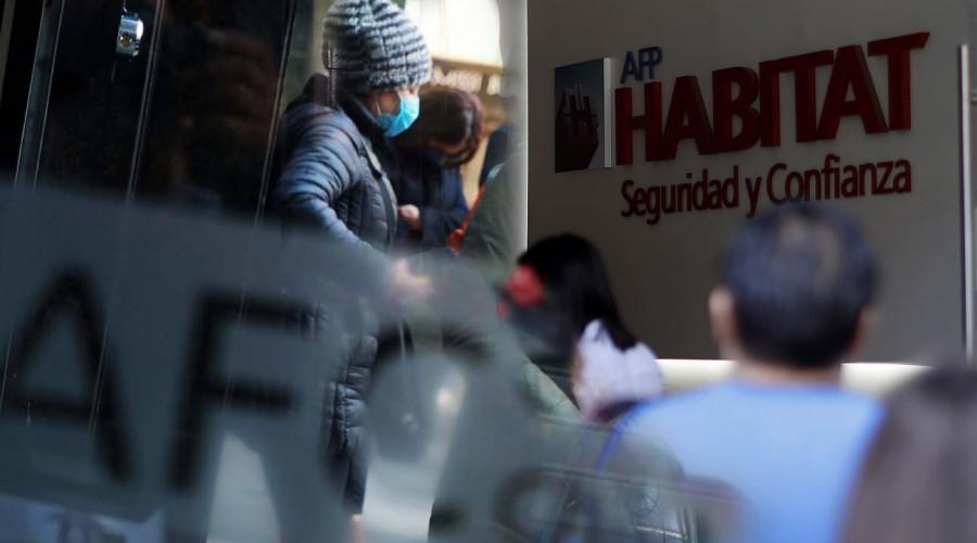 ¿Retiro de AFP o Seguro de Cesantía?: Estos son los montos que se podrían retirar con cada iniciativa