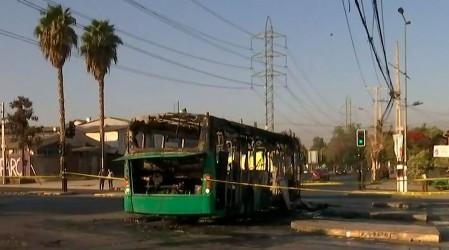 """""""Venía con una escopeta"""": Chofer de Transantiago cuenta cómo quemaron bus en Pedro Aguirre Cerda"""