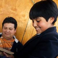 Te contamos cómo tu hijo o hija puede recibir las becas TIC de la Junaeb