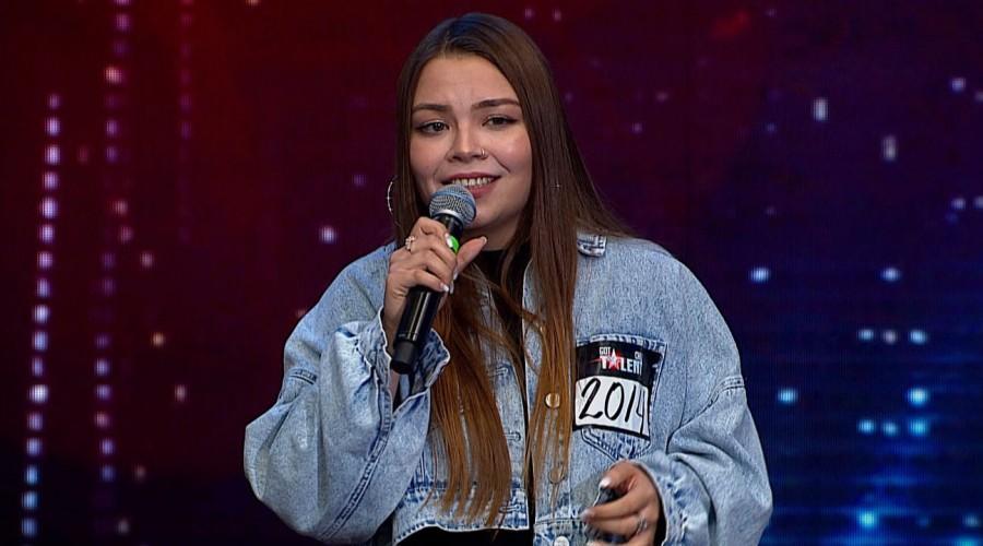 """""""Quiero seguir escuchándola"""": Katia Guerrero se ganó los aplausos del público por su increíble presentación"""