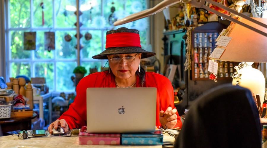 Solo para mujeres emprendedoras: Sence habilita 41 nuevos cursos online y así puedes postular
