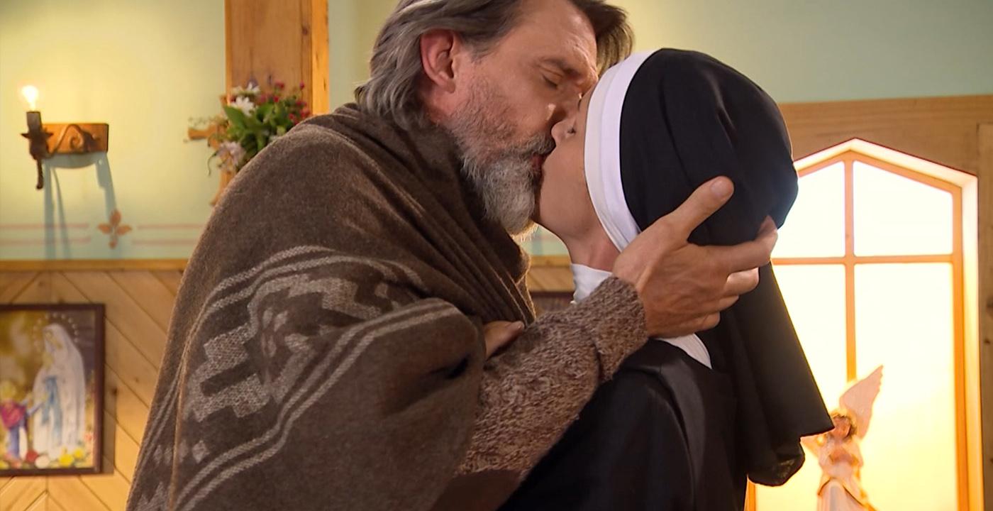 Carlos descubrió a Óscar y Carolina besándose - Capítulo 111