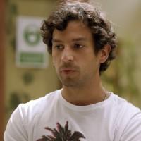 Miguel está sospechosamente interesado en el dinero de las Cárdenas