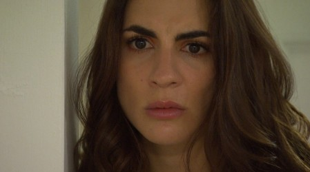Olivia sospecha de que María Luisa sabe algo del pasado de su hermano