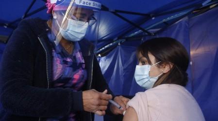 Revisa el listado de las 20 comunas con más casos activos de coronavirus en el país