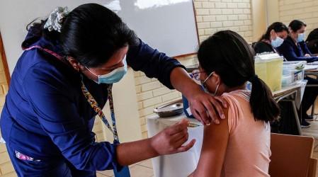 ISP dio luz verde a vacunación contra el Covid-19 de menores desde los 12 años con dosis de Pfizer