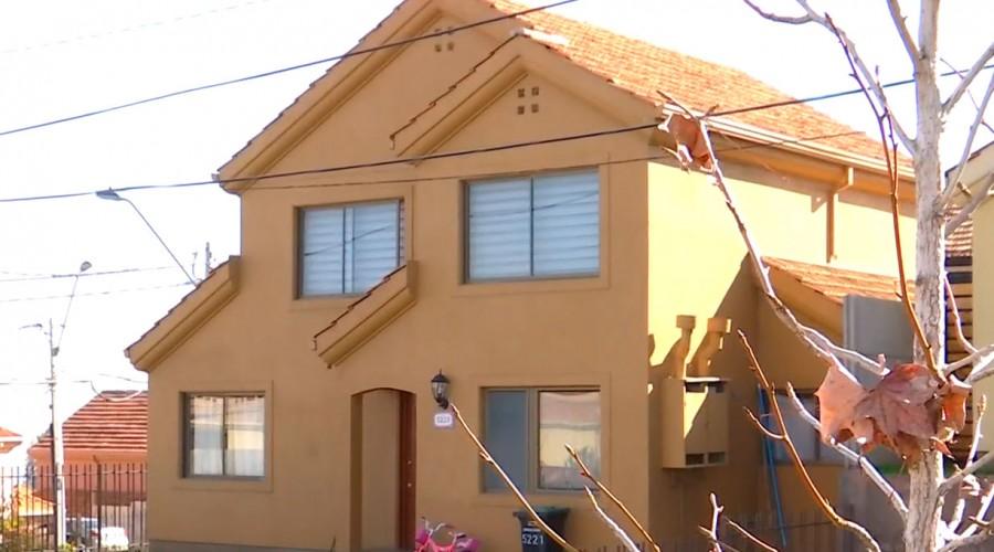 """""""Toma VIP"""" en La Florida tiene a los vecinos alerta: Sujetos viven gratis en casas de $200 millones"""