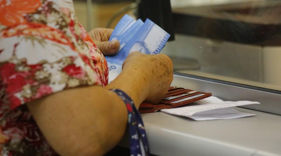 ¿Cómo saber si te depositaron el IFE de Mayo?: Te contamos dónde debes acceder para revisar el pago