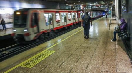 Pese a la cuarentena total en la Región Metropolitana: Metro mantendrá su horario de funcionamiento