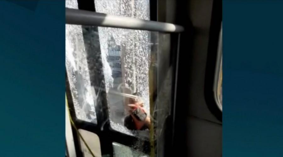 Mira el video: Violenta agresión a un chofer del Transantiago: Día de furia de un taxista en Quilicura