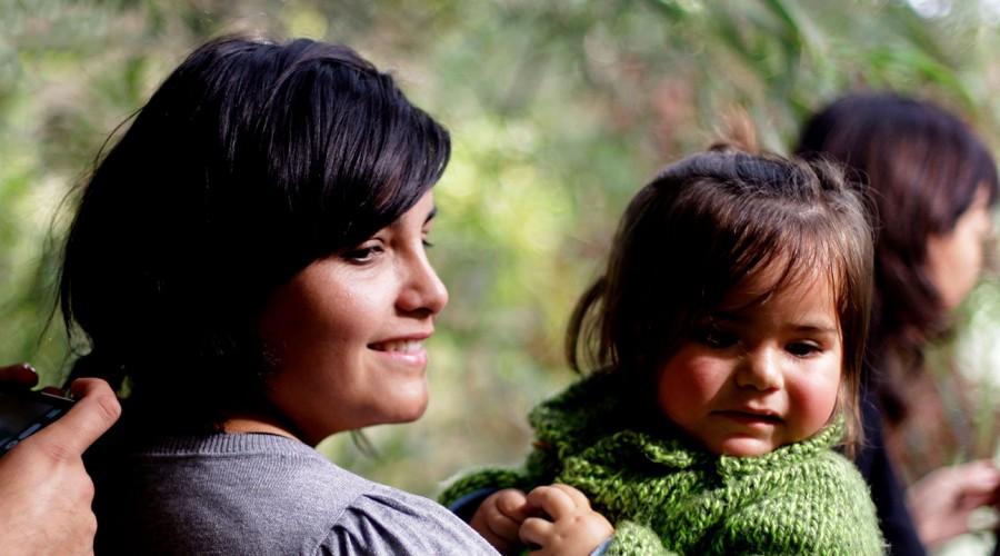 Madres, trabajadoras o emprendedoras: Revisa todos los bonos y programas solo para las mujeres