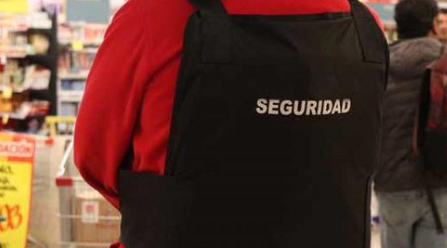 Indignación por maltrato de guardias a adulto mayor: Lo acusaron de robar en supermercado