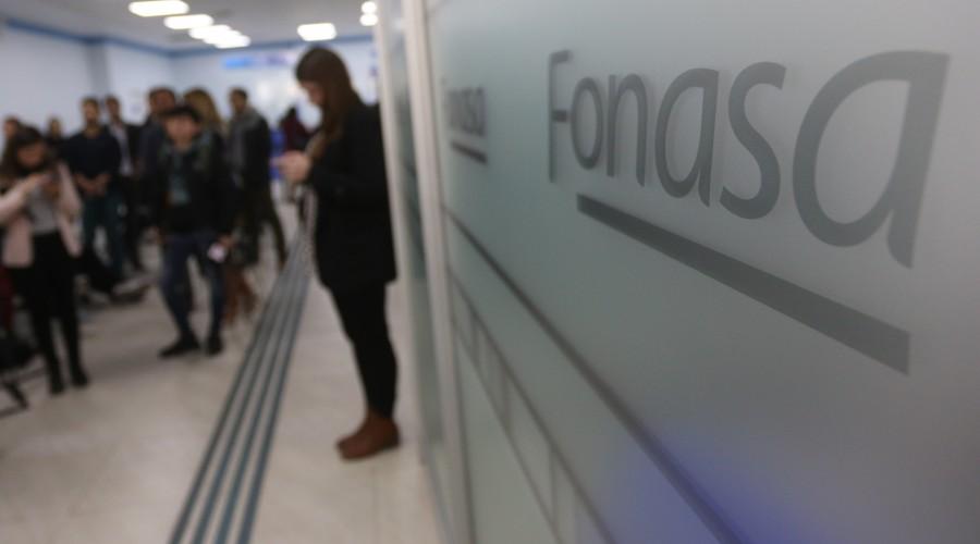 Hasta el 4 de julio podrás solicitar la devolución de excedentes de Fonasa: Revisa cómo retirar el dinero
